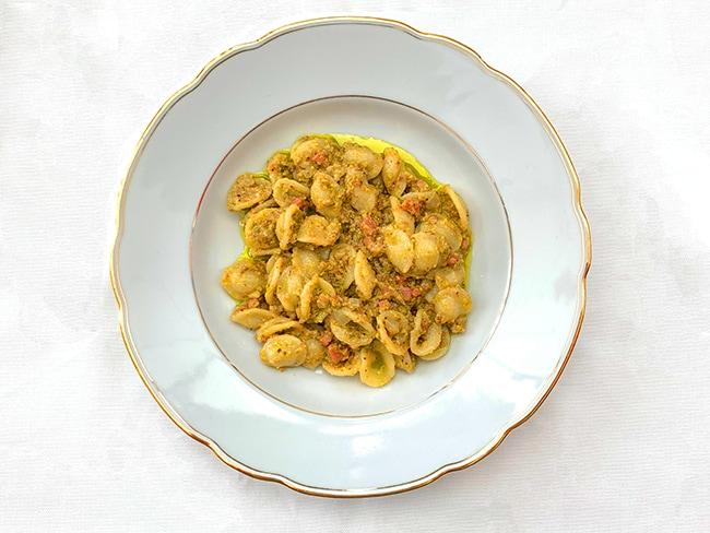 Pasta mit Pistazienpesto und Speck